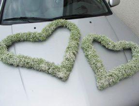 autohaube-hochzeitblumen